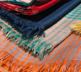 Difference-between-stole-shawl-scarf